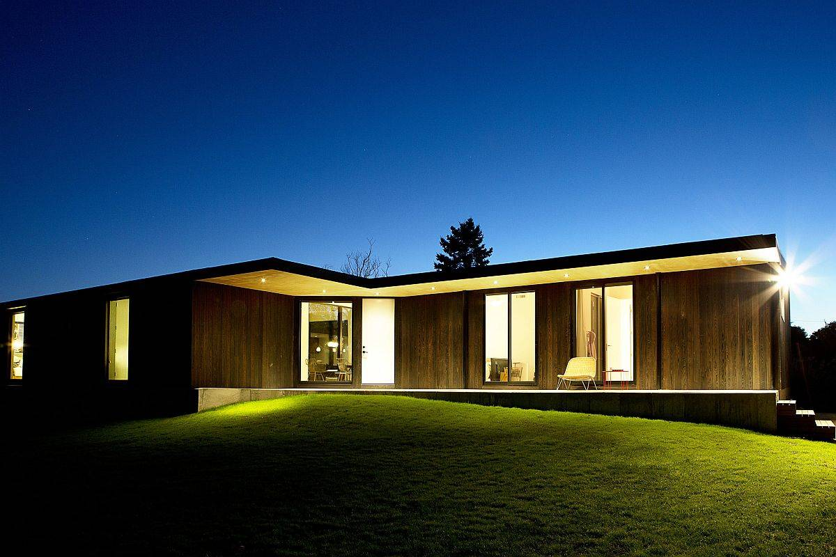 View-of-the-gorgeous-Hamptons-Bungalow-after-sunset-with-warm-lighting-and-its-lovely-wooden-exterior-14931