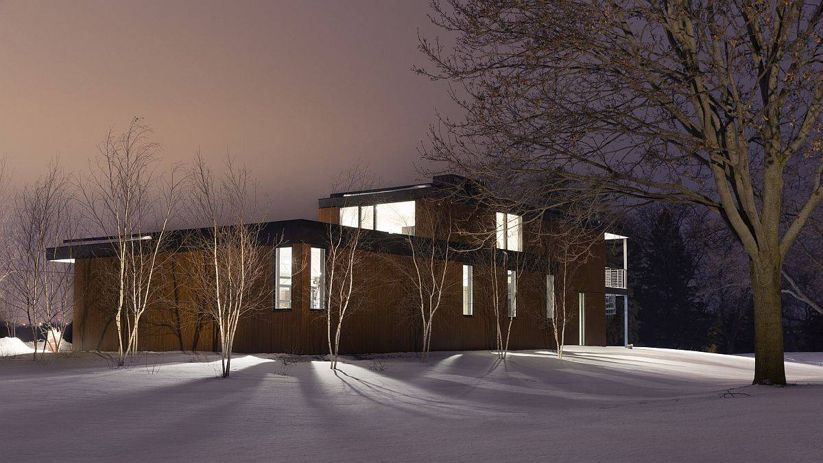 View-of-the-lovely-snow-cald-landcsape-around-the-modern-minimal-home-49486