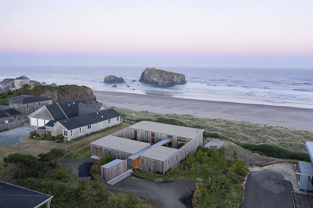 View-of-the-unique-Oregon-beach-house-from-above-98732