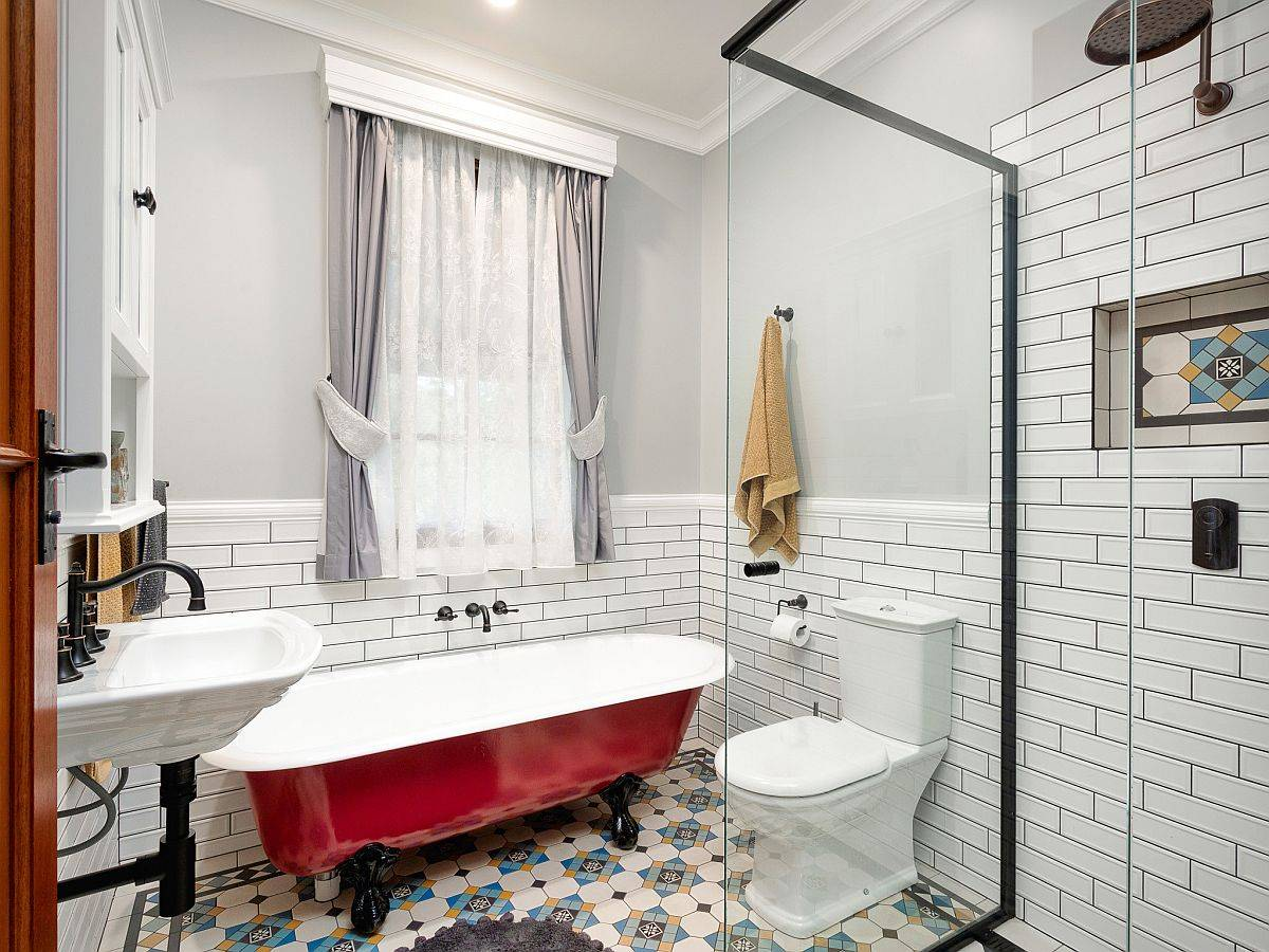Vintage-standalone-bathtub-in-red-is-just-perfect-for-the-white-small-farmhouse-style-bathroom-10832