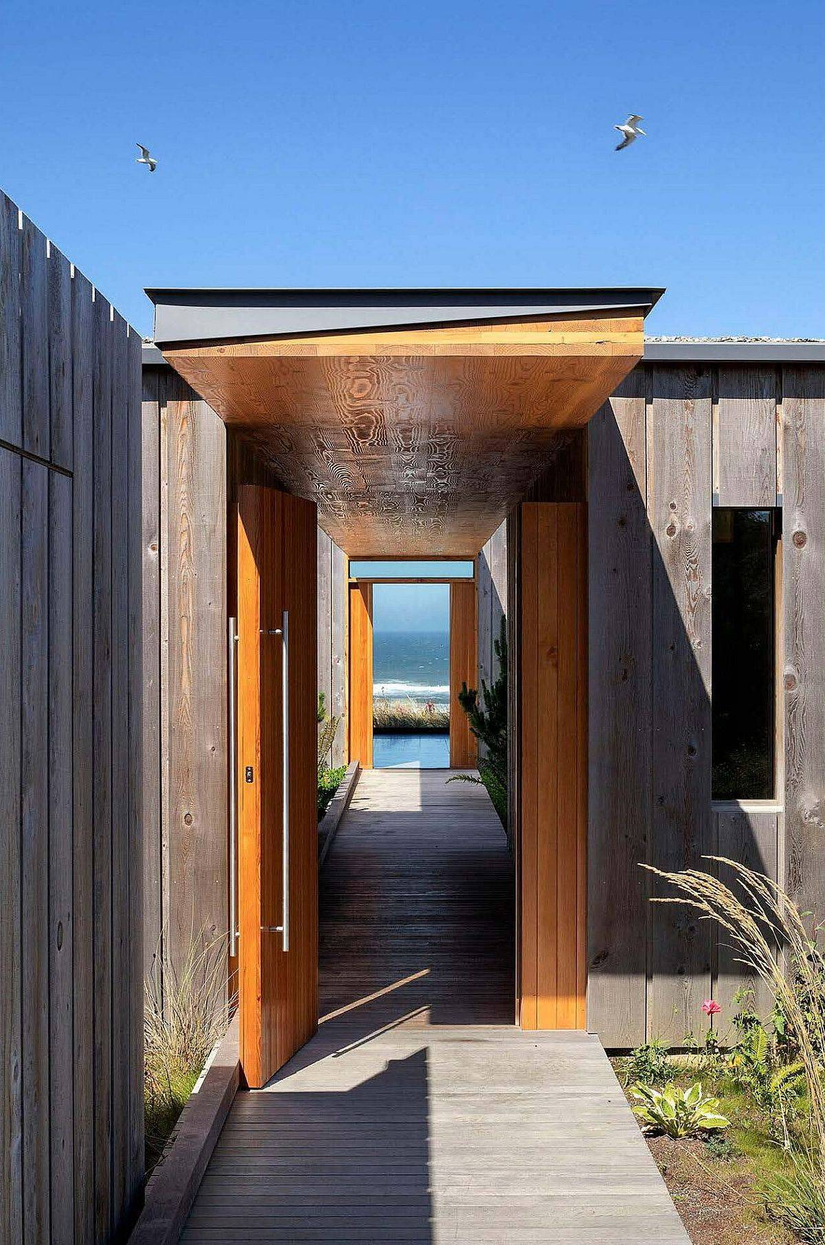 Walkway-leading-to-infinity-pool-and-offering-a-view-of-the-mighty-Pacific-62887