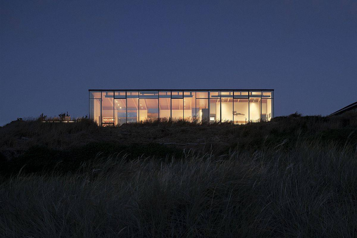 Warm-lighting-and-smart-design-ensure-the-coastal-home-stands-out-from-the-crowd-83346