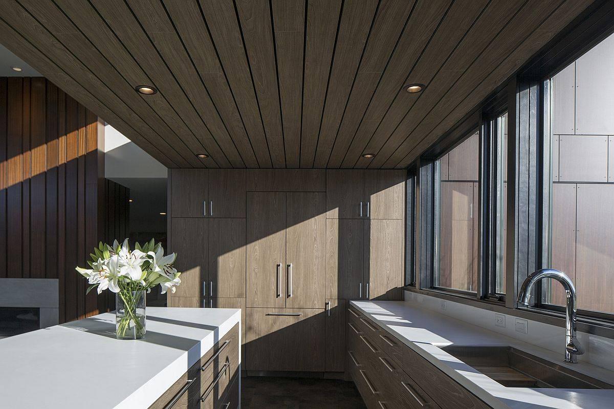 Wood-and-white-modern-kitchen-idea-13842