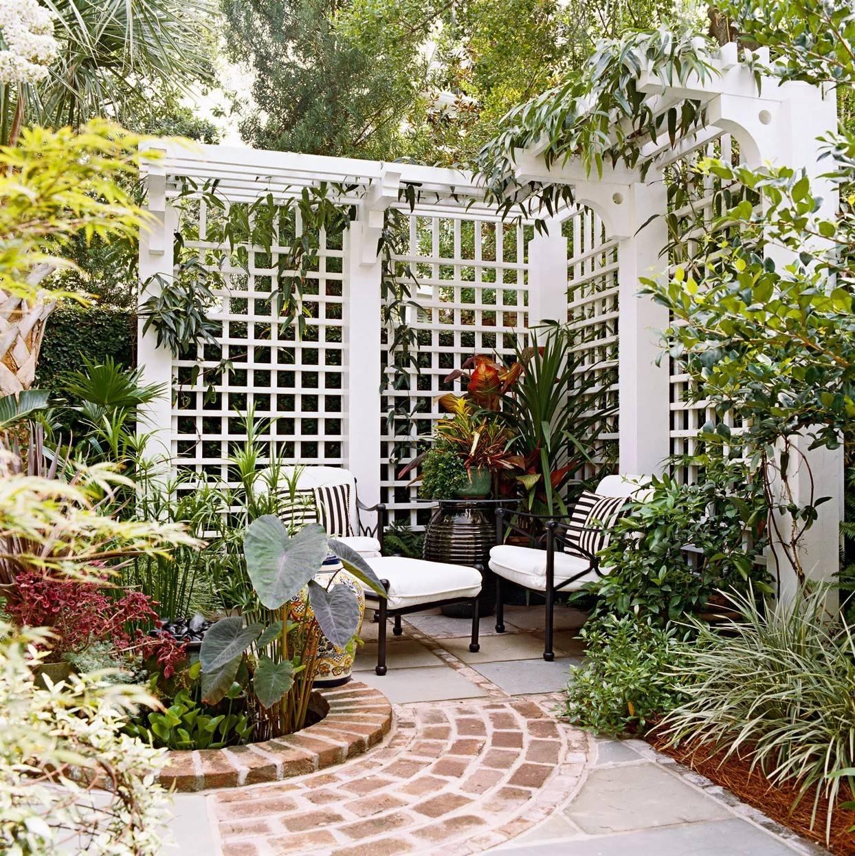 white wooden lattice privacy fence