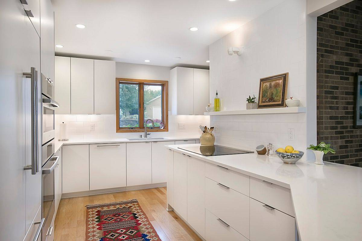 Adaptable-white-and-wood-look-in-the-kitchen-has-becom-a-modern-classic-30838