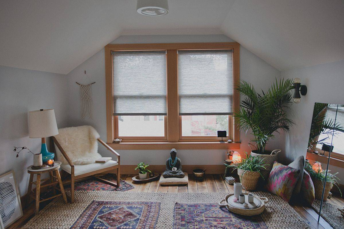 Beautiful-small-home-yoga-studio-with-all-the-basics-in-the-right-place-43805