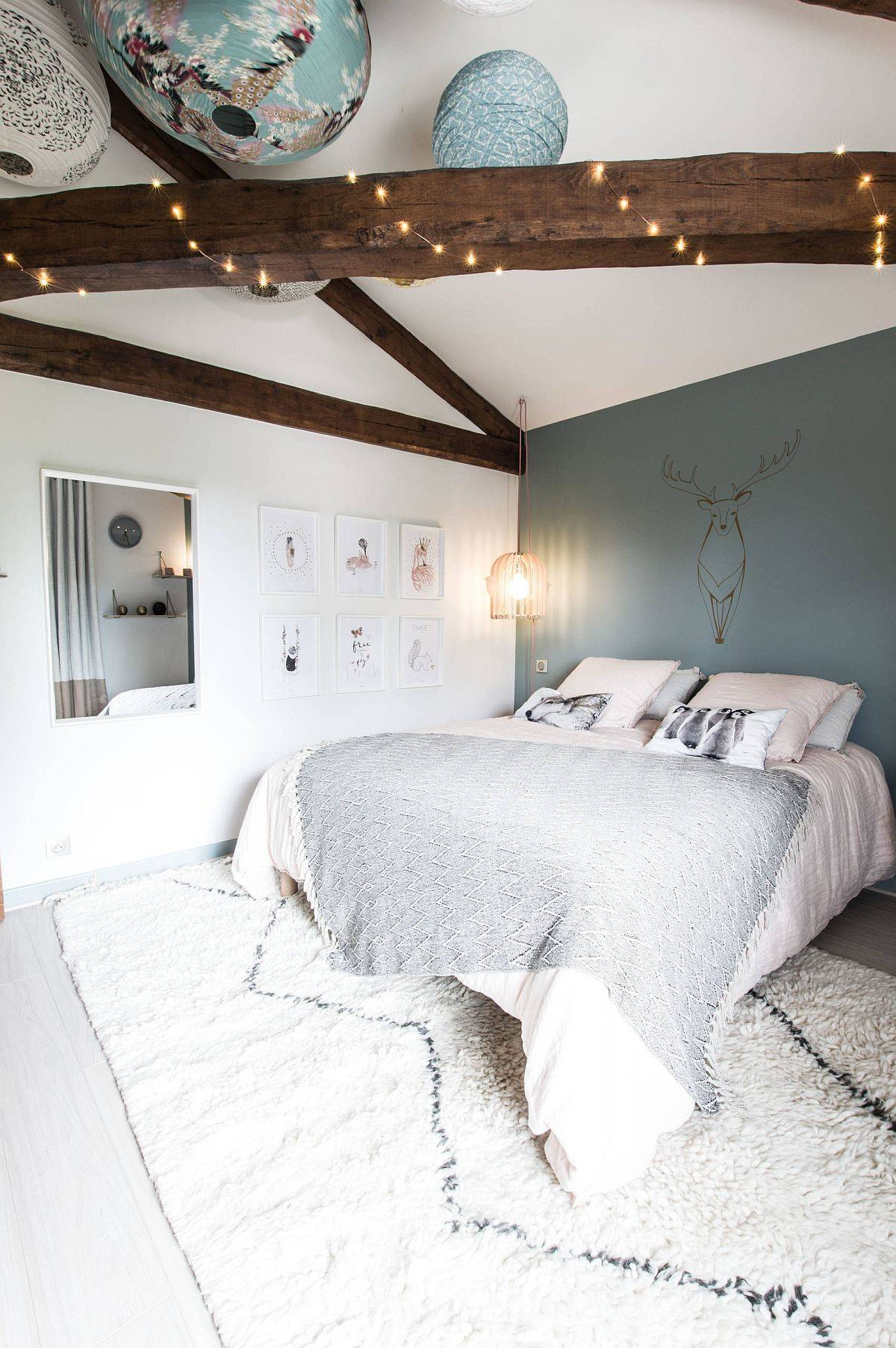 Casual and eye-catching lighting fixtures for the breezy teen room with Scandinavian style