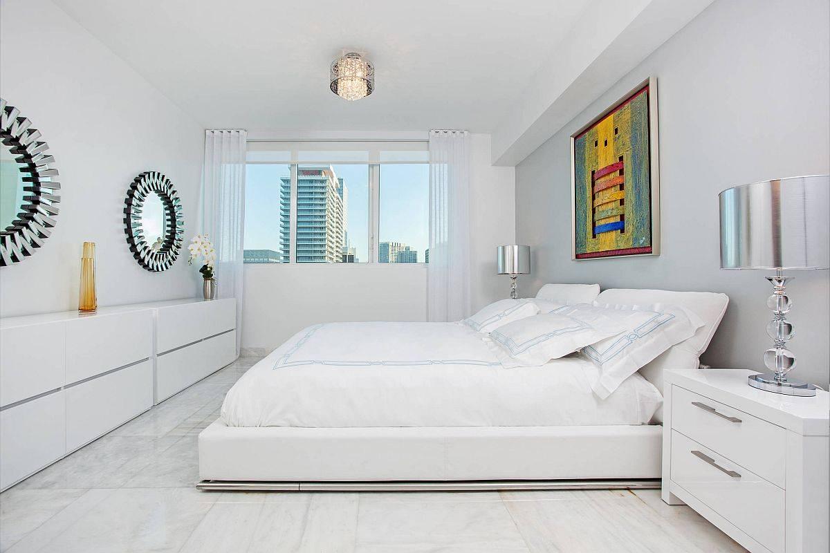 Kontemporer-Miami-kamar tidur-dengan-dipoles-marmer-lantai-dan-dinding-putih-22694
