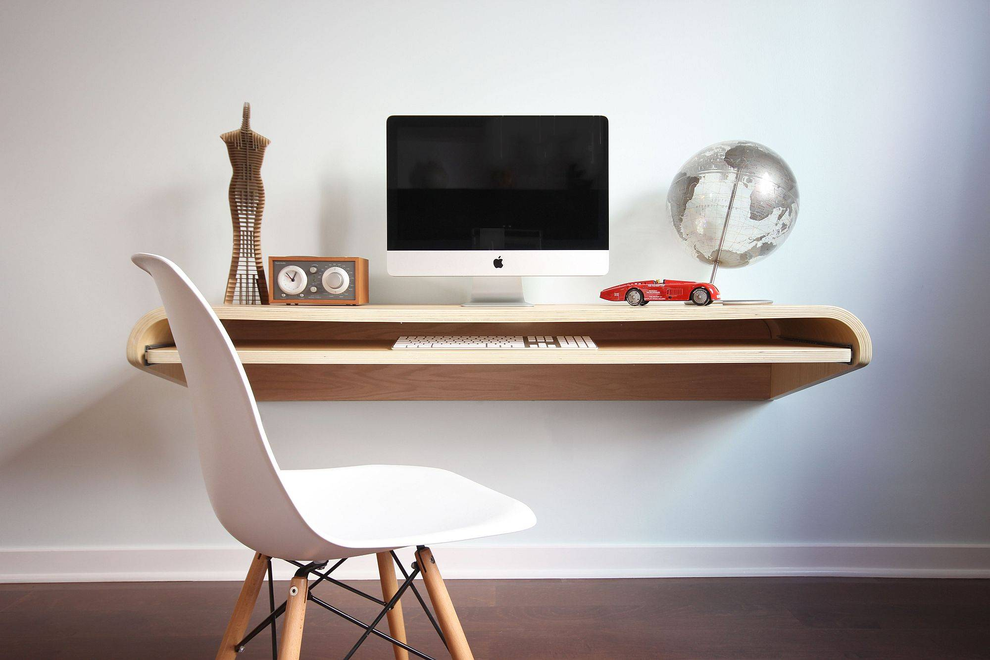 Contemporary-and-understated-Float-Wall-Desk-by-Dario-Antonioni-is-an-absolute-delight-39445