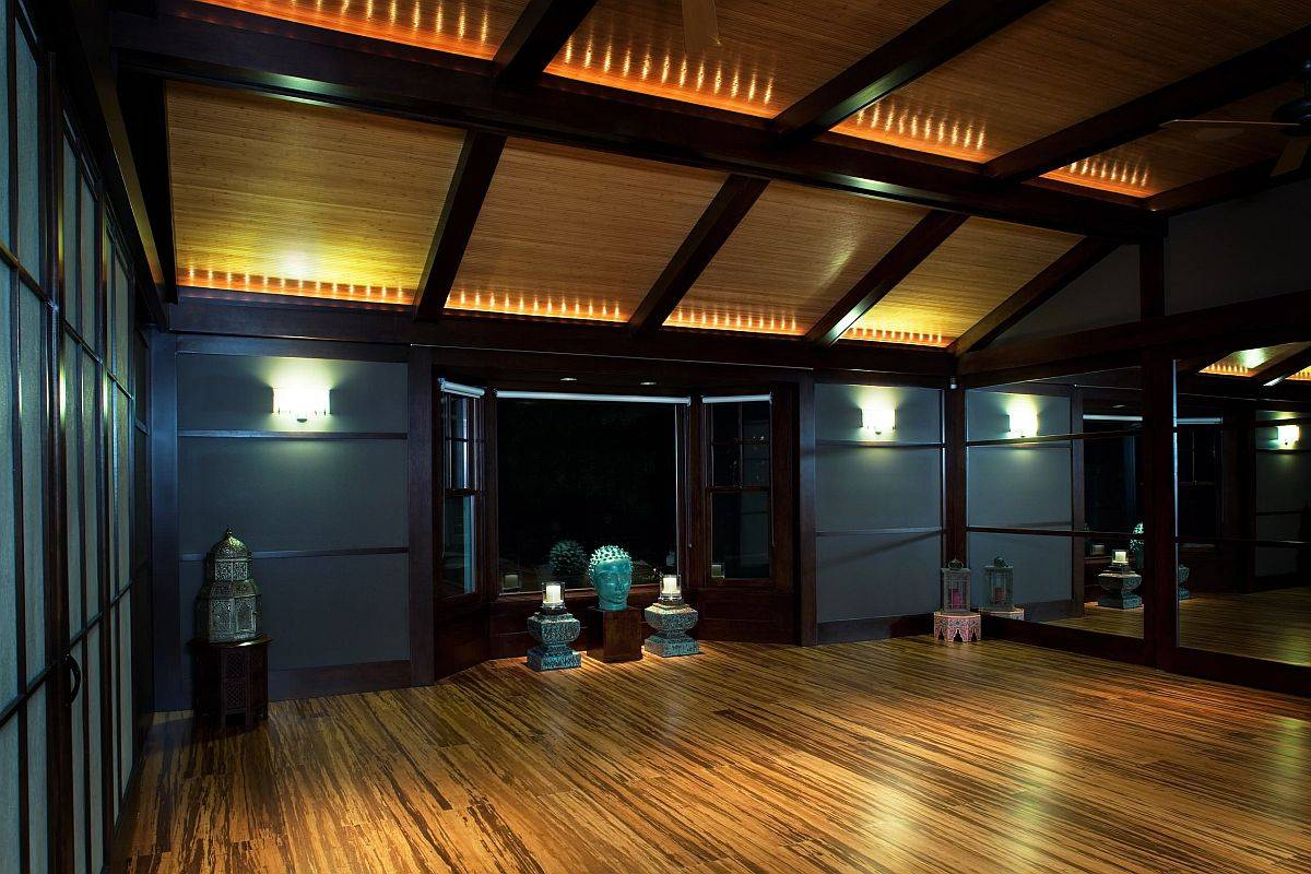 Contemporary-home-yoga-studio-feels-as-relaxing-after-sunset-as-it-does-during-daytime-93538