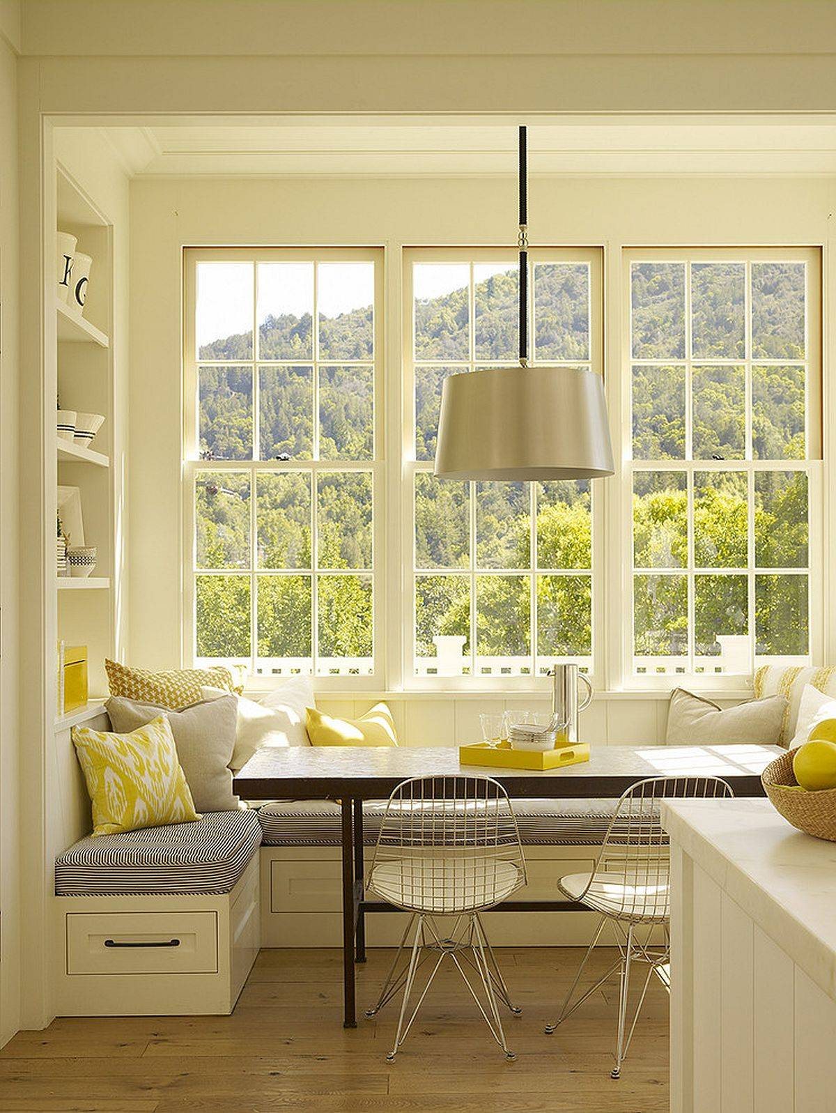 Cozy-and-beuatiful-bay-window-banquette-with-views-that-steal-the-spotlight-inside-this-eat-in-kitchen-66758