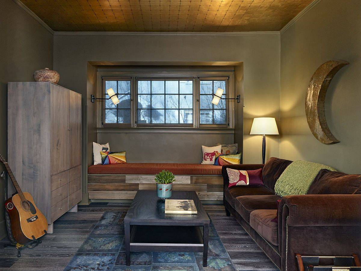 Custom-wooden-built-in-bench-for-the-family-room-crafted-using-recycled-wood-planks-20542