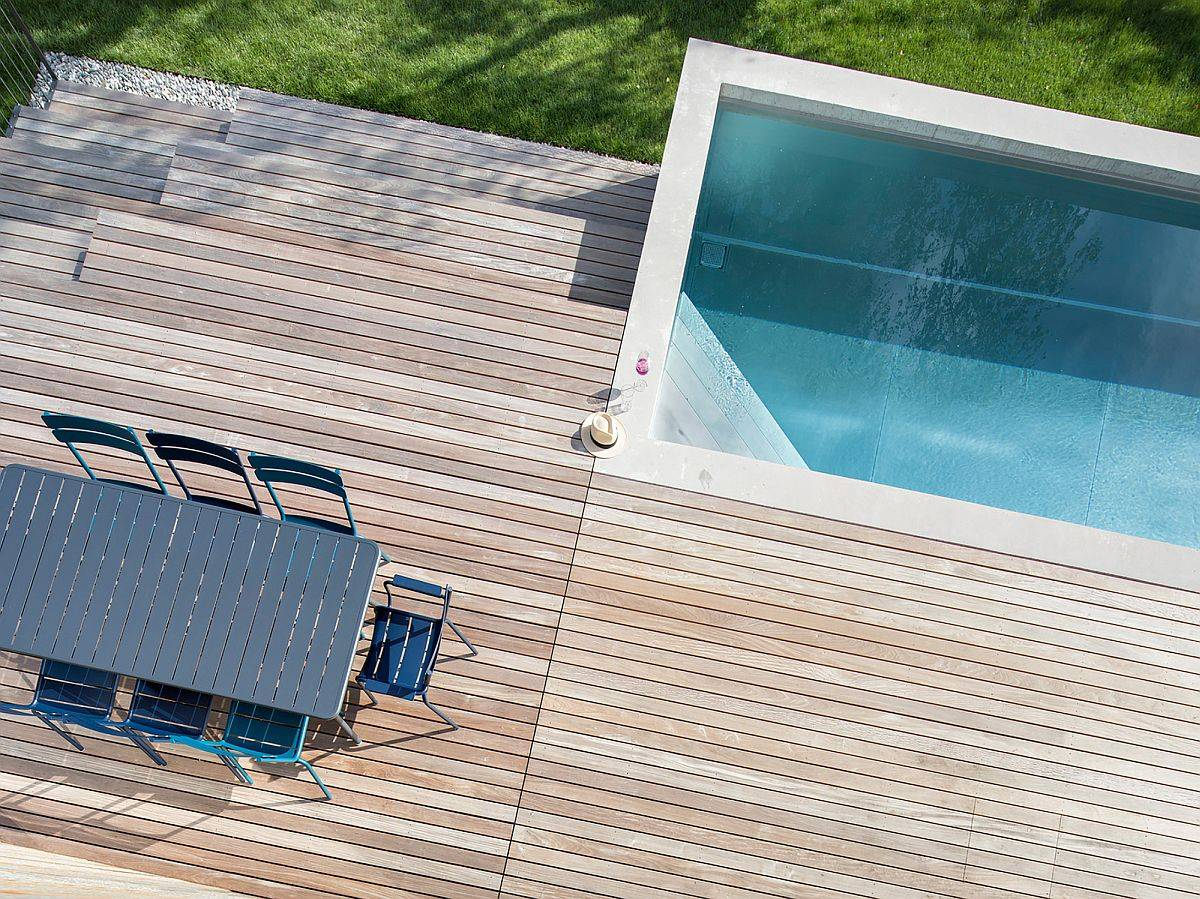 Deck-and-pool-are-aof-the-home-as-viewed-from-the-upper-level-37159