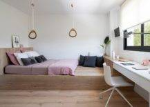 Elevated-wooden-platform-in-the-bedroom-gives-the-space-a-casual-elegant-appeal-12699-217x155