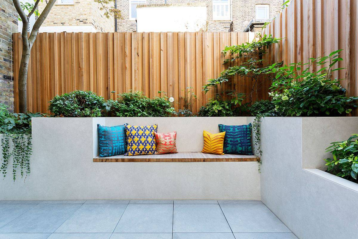 Fabulous built-in bench for the contemporary patio also embraces greenery