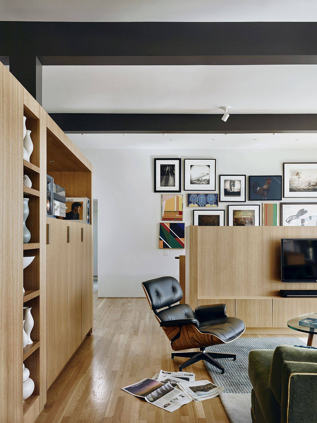 Fabulous-new-seven-foot-high-L-shaped-white-oak-cabinet-delineates-the-public-spaces-from-the-private-ones-63725