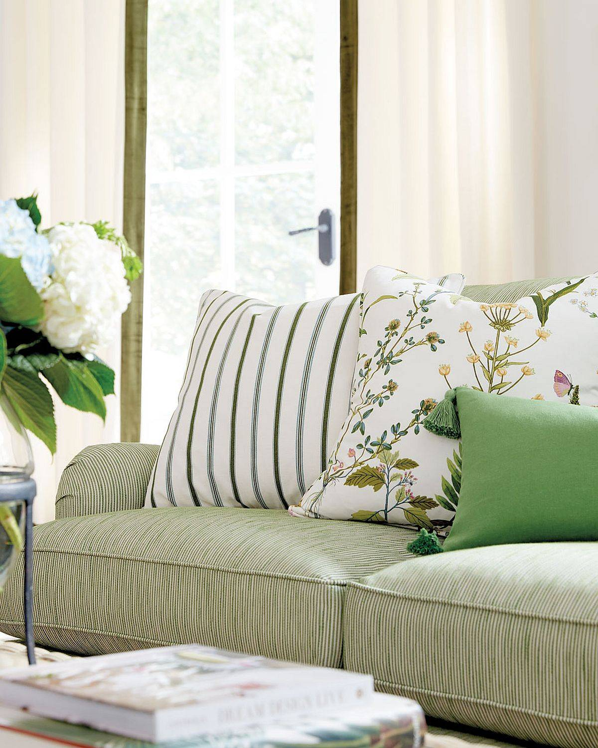 Find-the-perfect-combination-of-accent-pillows-by-trying-out-different-patterns-and-hues-36459