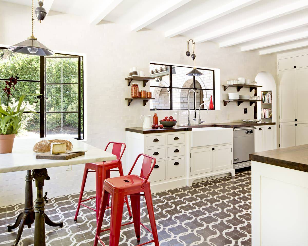 Gorgeous-Tuscan-style-eat-in-kitchen-finds-space-in-the-modest-room-with-a-small-table-and-a-couple-of-bright-red-bar-chairs-21067