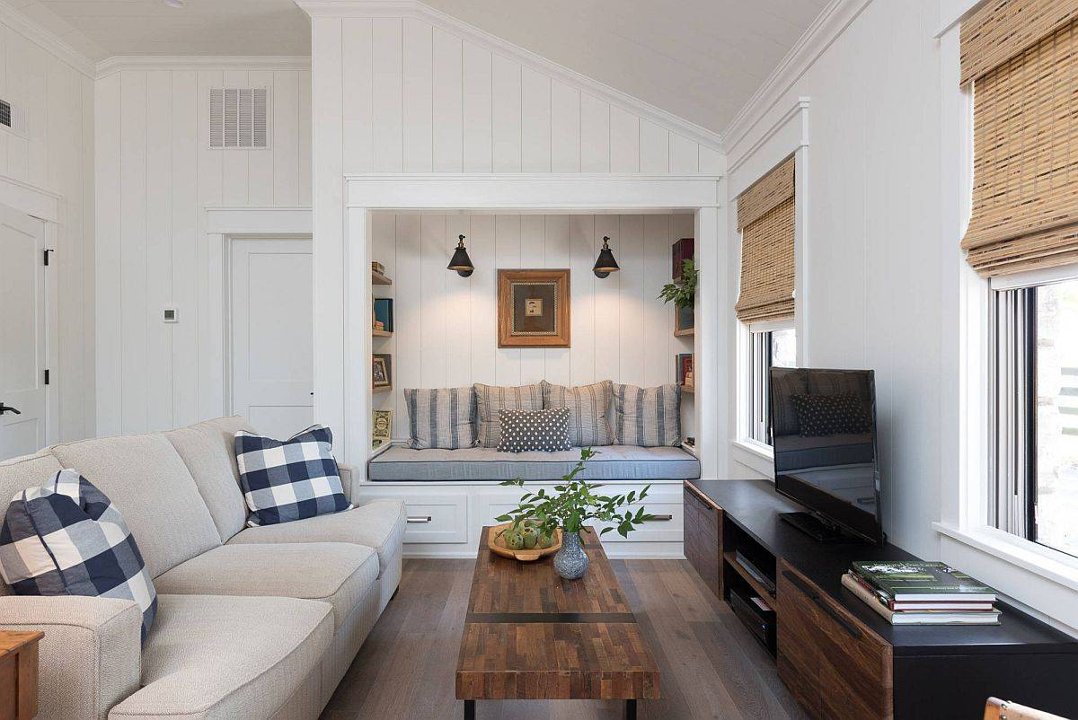 Gorgeous-niche-with-built-in-bench-is-just-prefect-for-the-small-becah-style-family-room-25803