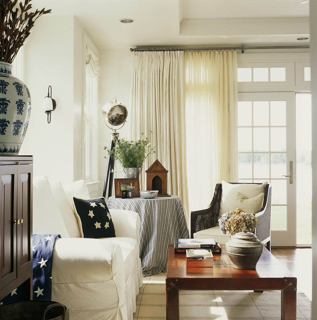 Heavy-drapes-help-seal-in-the-heat-on-cold-winter-days-12634