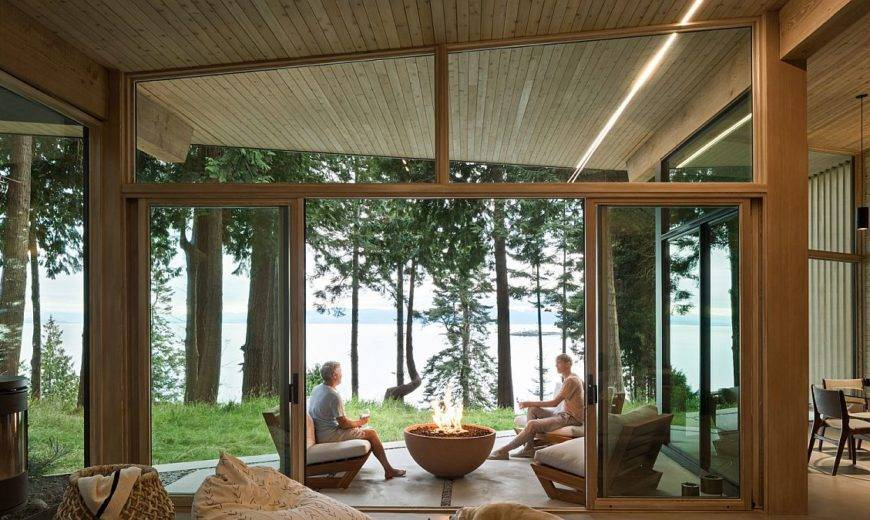 Charming Cabin with Water Views Transports You into a Serene Natural World