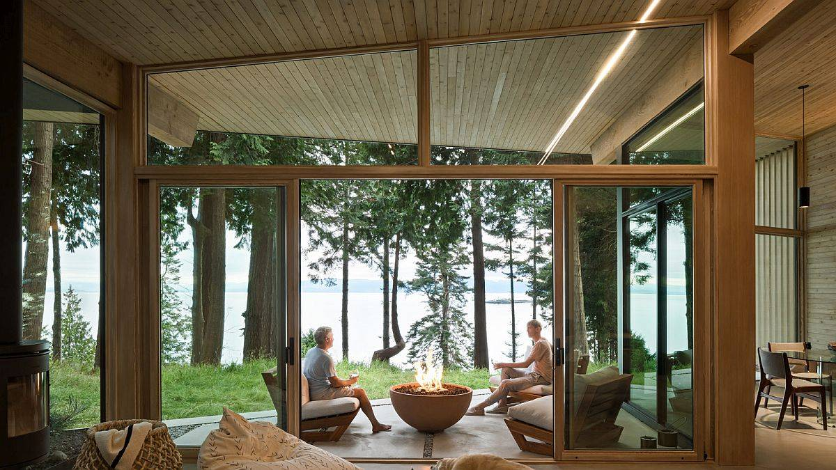 Indoors and outdoors become one at the cabin thanks to the fabulous use of glass walls
