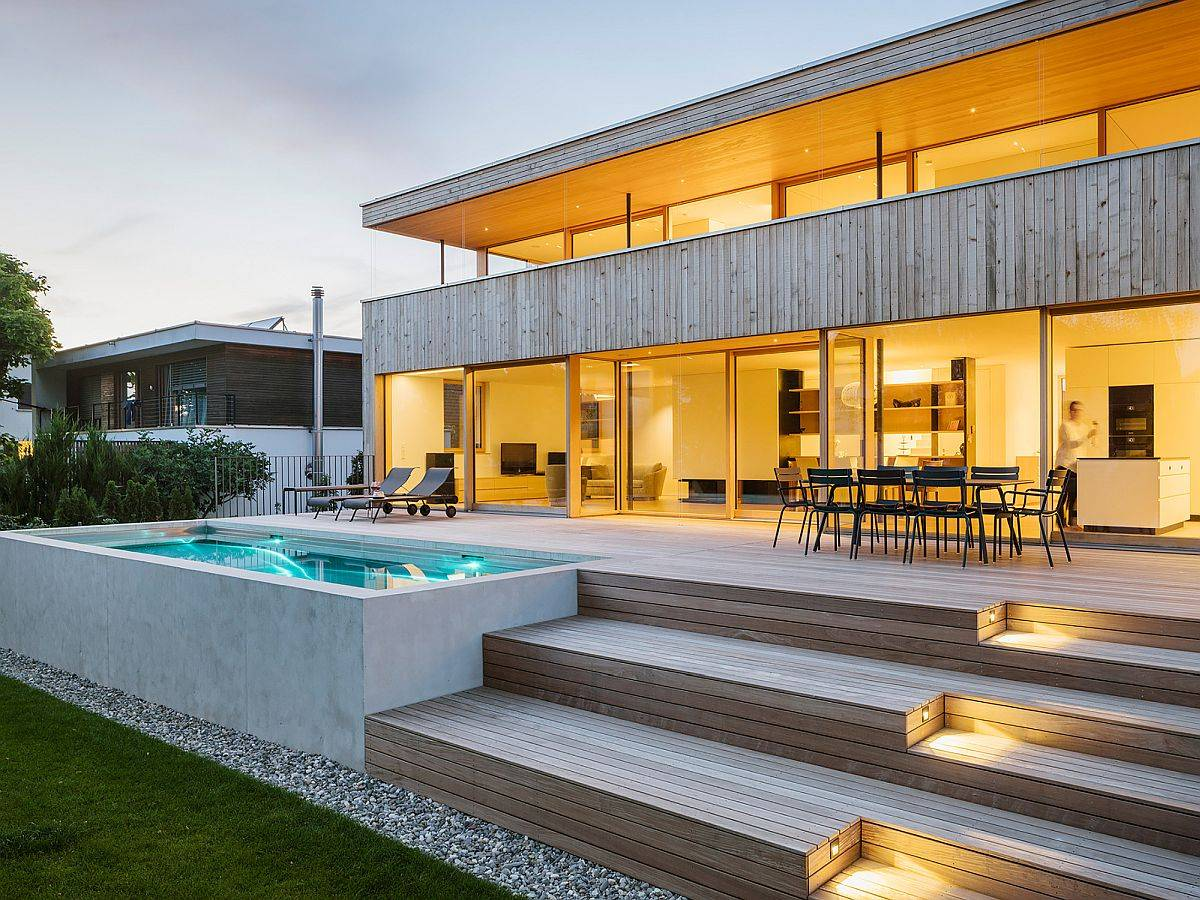 LED-lighting-illuminates-the-steps-leading-to-the-deck-and-the-pool-99578