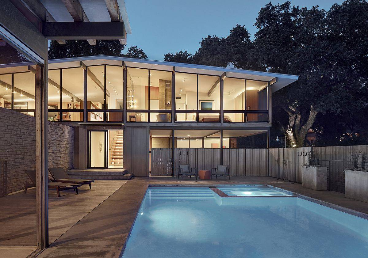 Lighting-and-design-adds-to-the-visual-appeal-of-the-spacious-backyard-and-pool-18678