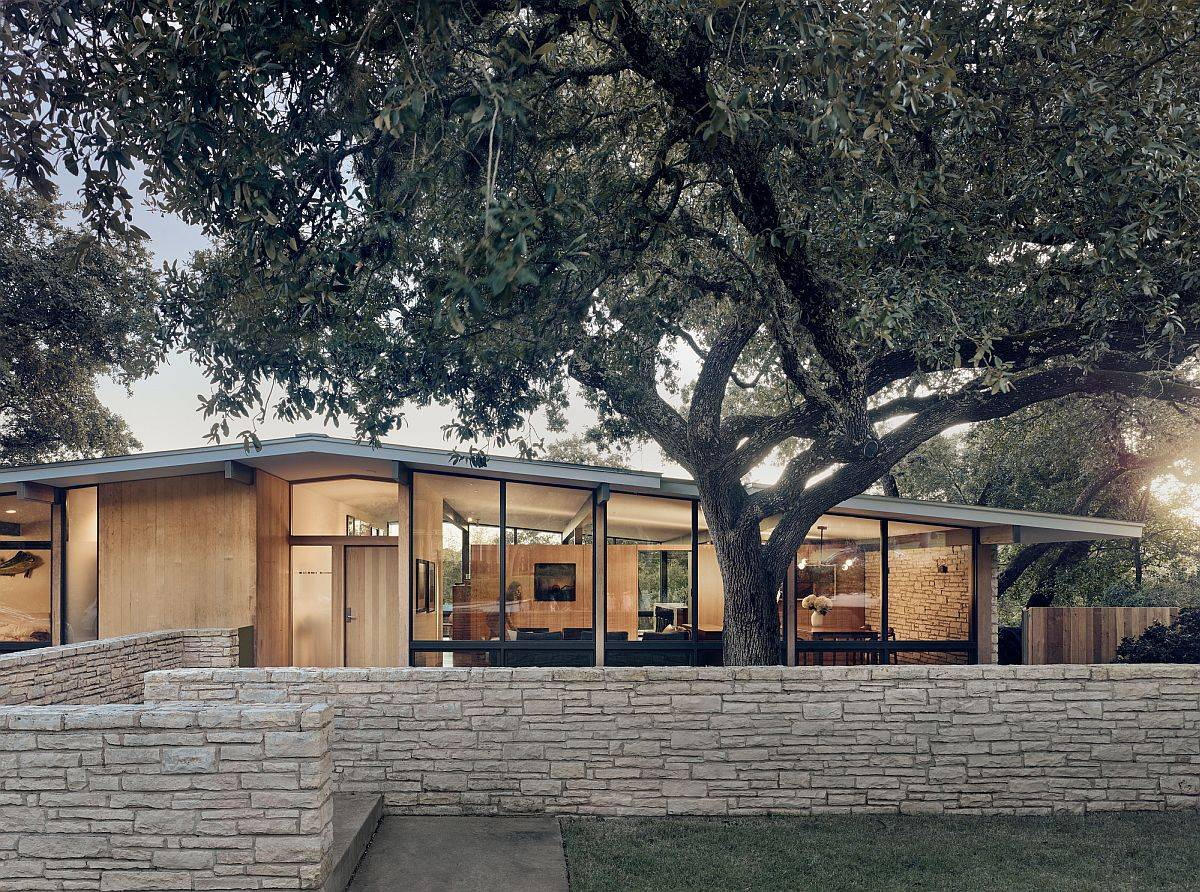 Limetsone-base-and-walls-are-a-common-feature-in-homes-across-Austin-95880