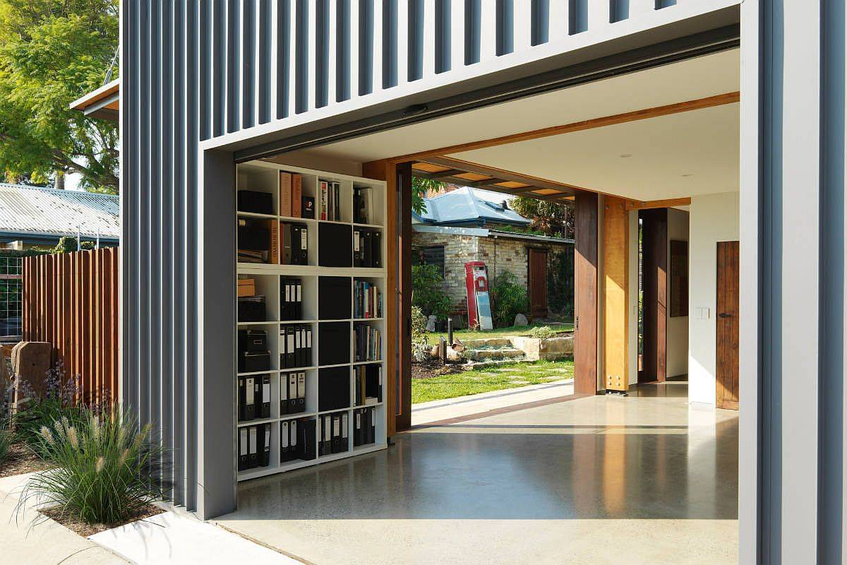 Metallic-siding-coupled-with-concrete-floors-create-a-durable-little-home-80663