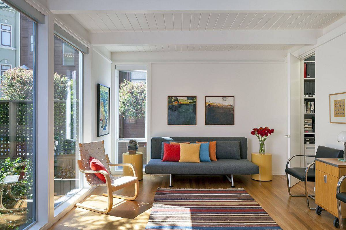 Mixing-and-matching-accent-pillows-in-different-bold-colors-is-a-popular-choice-in-modern-homes-51816