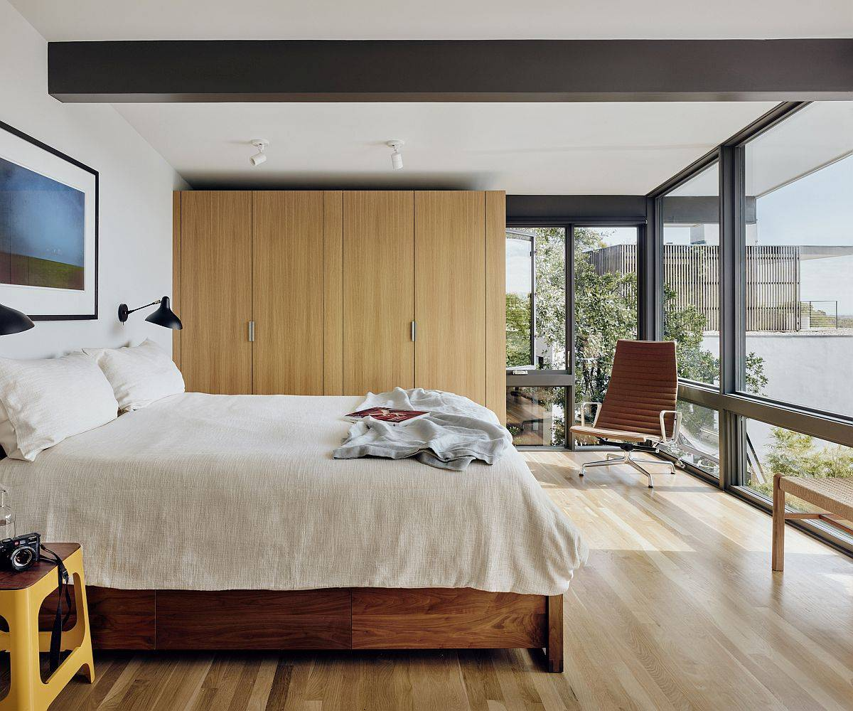 Modern-bedroom-with-oak-floors-white-walls-and-floor-to-ceiling-glass-walls-that-usher-in-natural-goodness-56214
