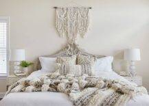 Shabby-chic-New-York-bedroom-with-an-all-white-monochromatic-theme-18418-217x155