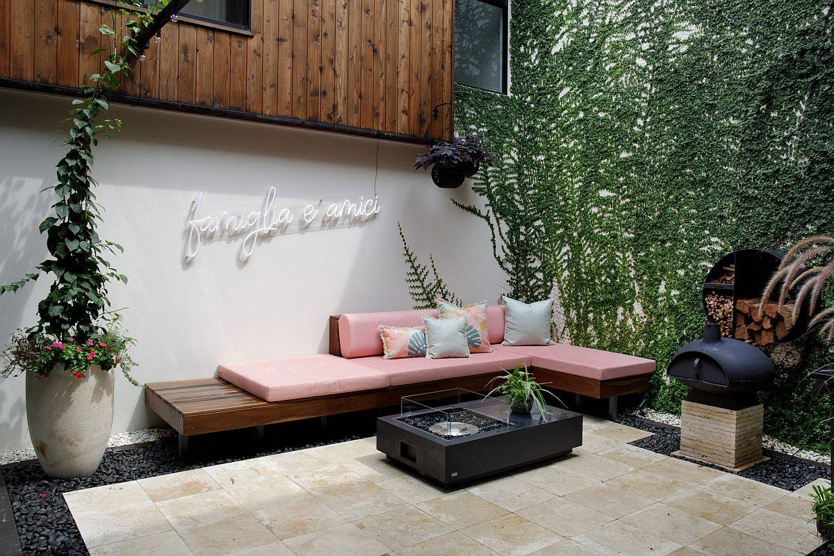 Slim-and-stylish-wooden-built-in-bench-for-the-small-contemporary-backyard-80732