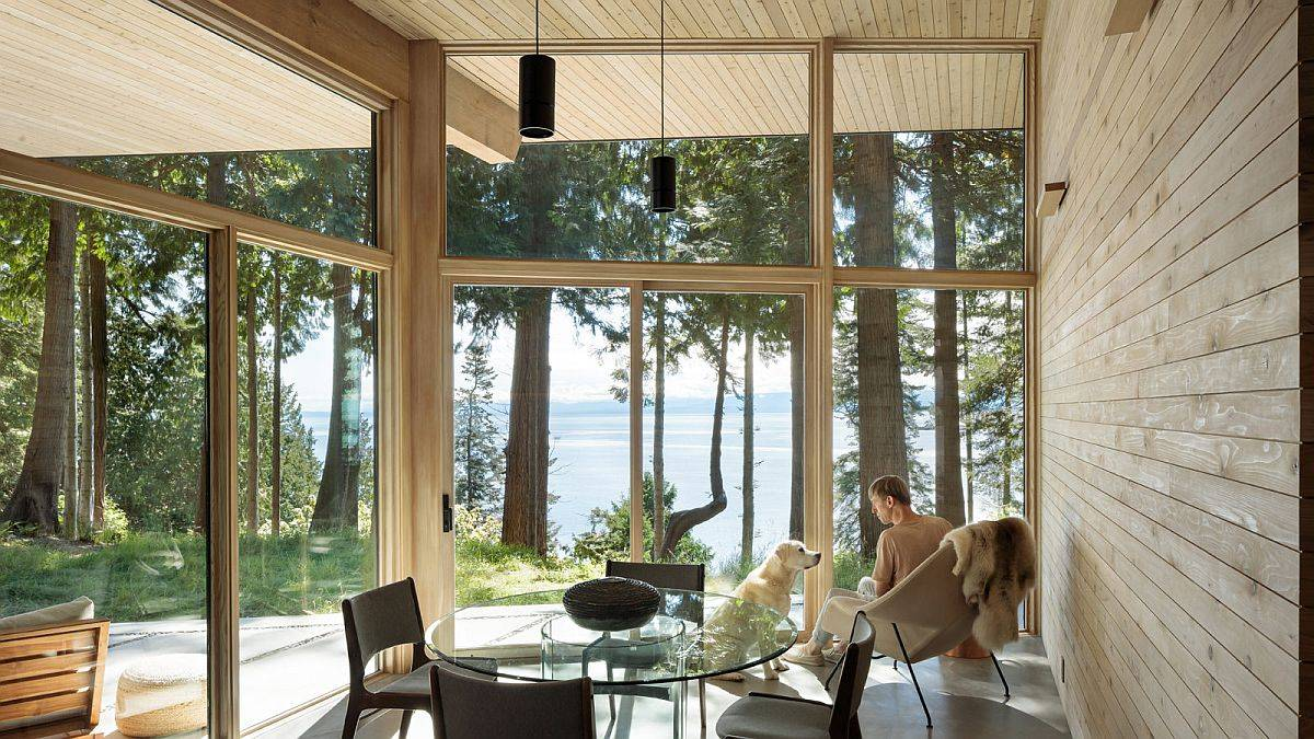 Spectacular-water-views-make-an-impressive-visual-at-the-gorgeous-Halfmoon-Bay-House-15289