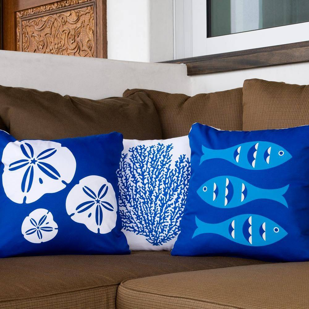 Throw-pillows-that-are-just-perfect-for-the-coastal-living-room-36685