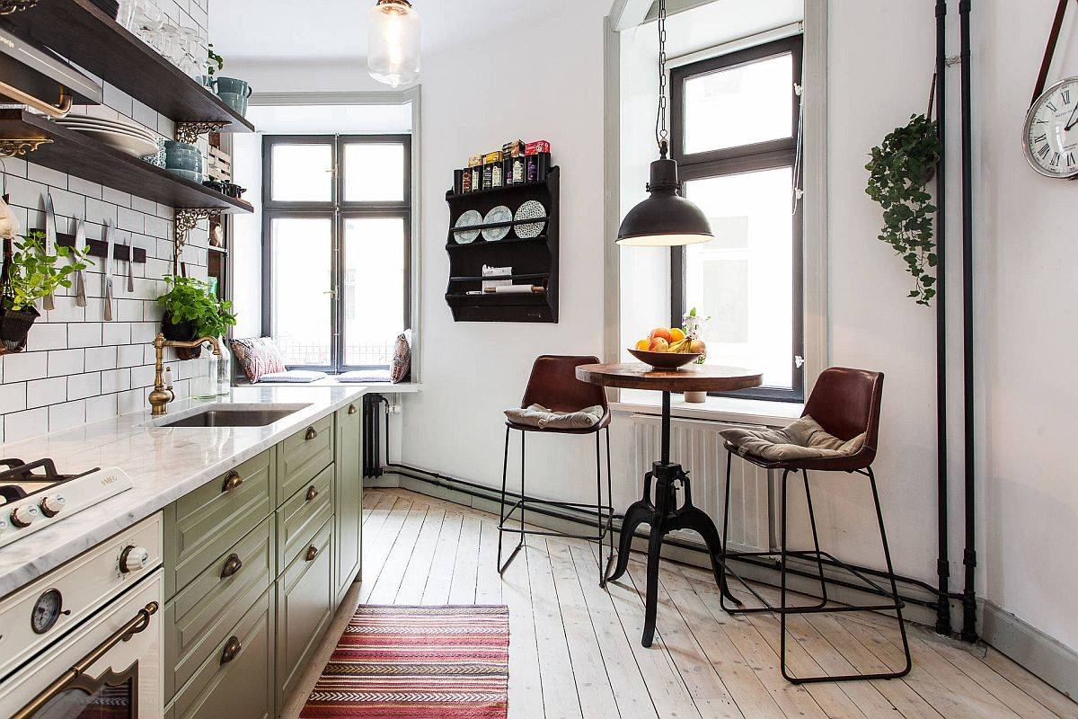 Tiny-breakfast-zone-for-two-inside-the-small-kitchen-of-Stockholm-apartment-with-a-neutral-color-palette-47490