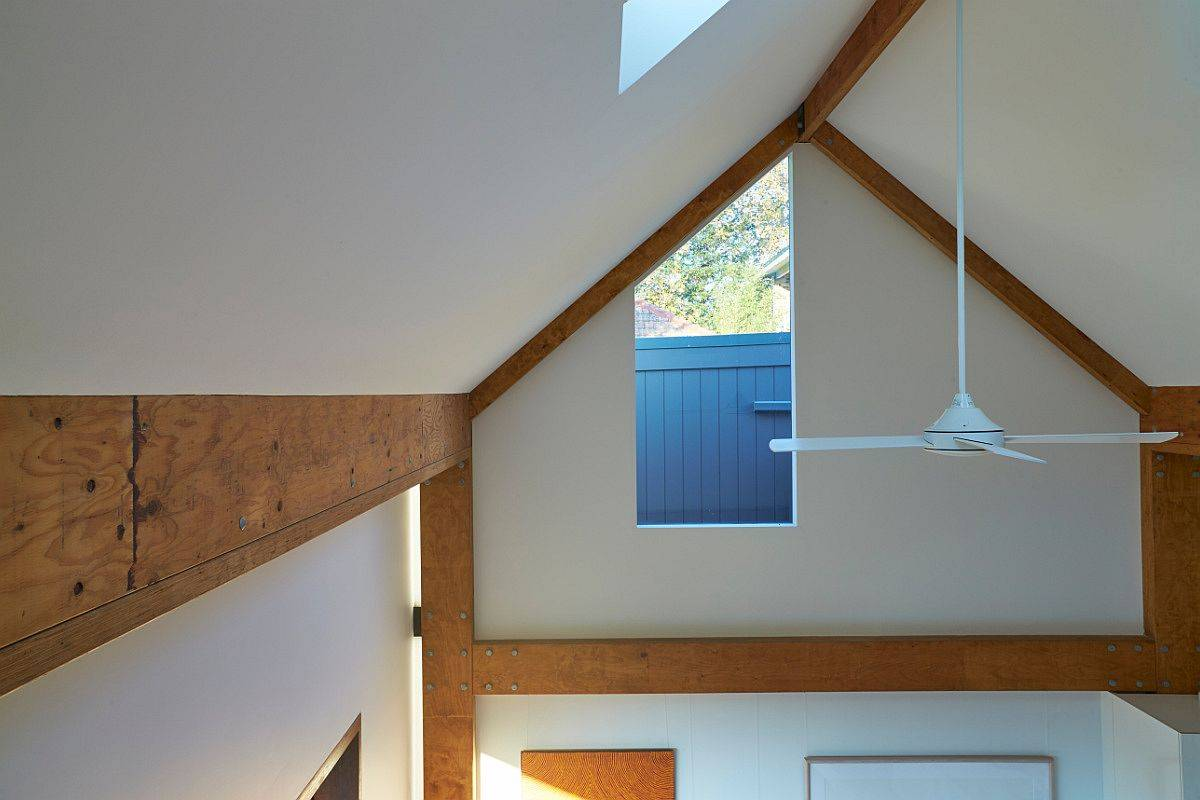 Vaulted-ceiling-and-skylight-make-a-difference-inside-the-smart-second-home-83241