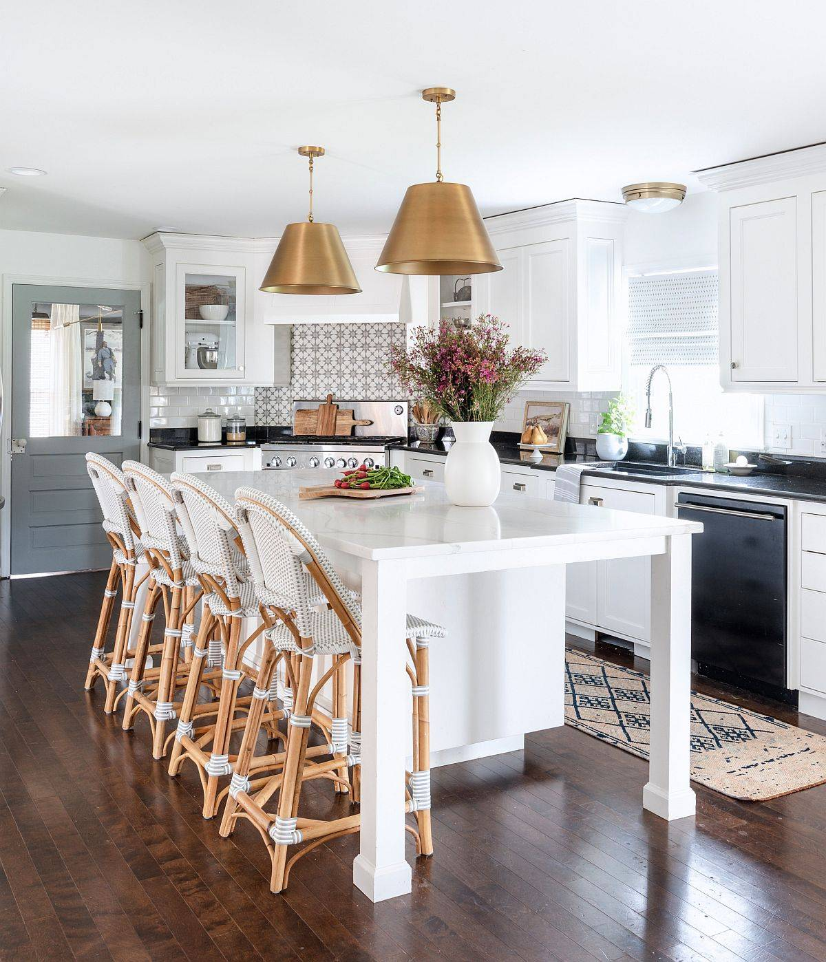 White and gray modern farmhouse kitchen finds balance between both the styles