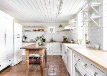 White-and-wood-is-the-perfect-color-paltte-for-the-modern-farmhouse-kitchen-with-terracotta-floor-tiles-98720-217x155