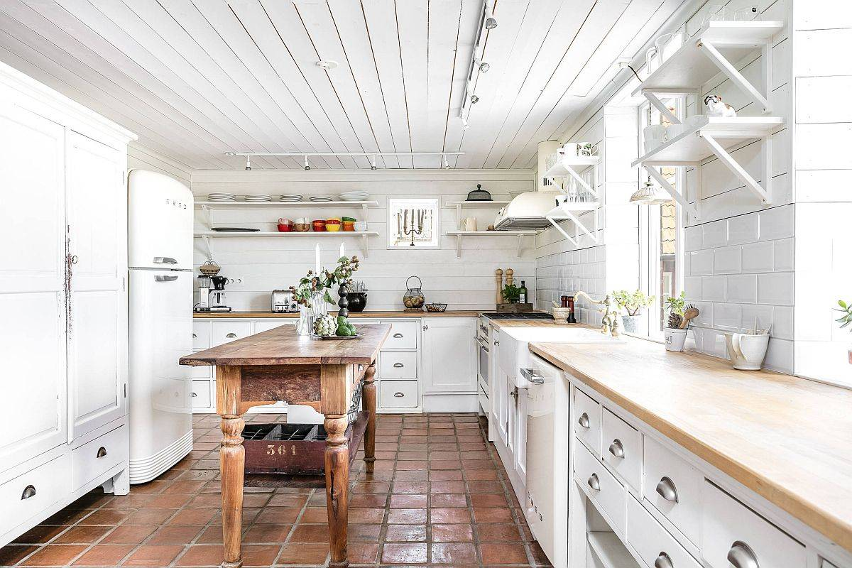 White and wood is the perfect color paltte for the modern farmhouse kitchen with terracotta floor tiles