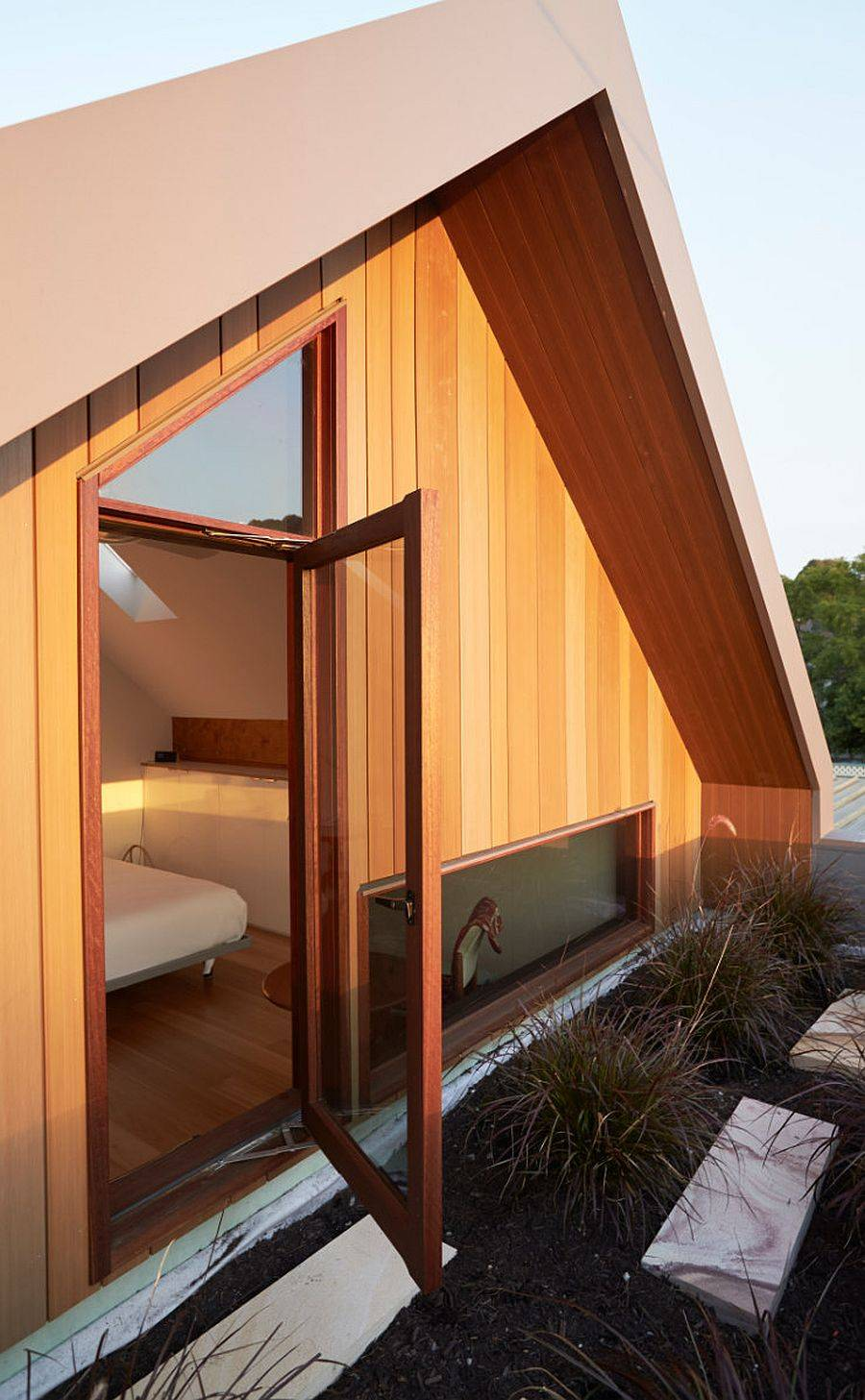 Wodsy-exterior-of-the-second-home-adds-another-layer-of-insulation-to-the-interior-21763