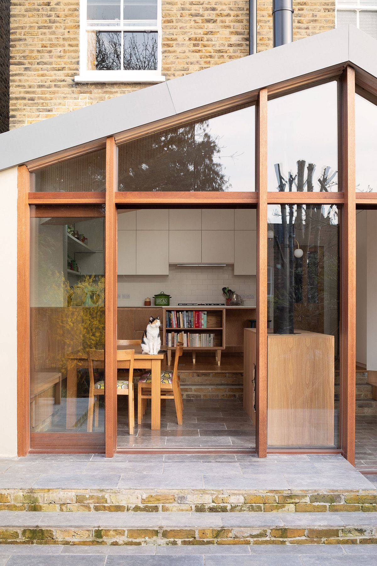 Wood-and-white-rear-extension-to-a-classic-British-home-that-replaces-an-old-tree-64880