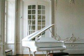 How To Style Your Room With A Piano