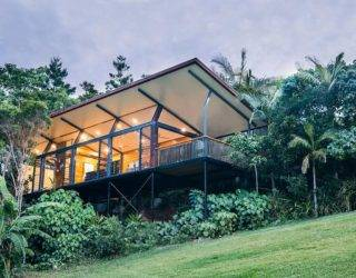 Hidden studio: Cantilevered Guest Pavilion Cloaked in a World of Green