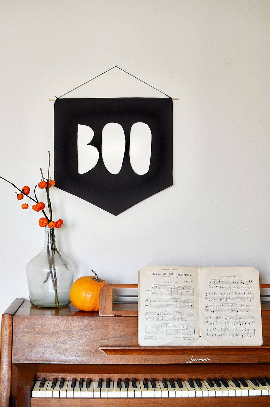 DIY-BOO-banner-is-just-perfect-for-thos-who-are-not-too-happy-about-spooky-Halloween-decorations-99041