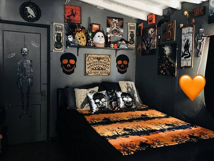 Dark backdrop of the bedroom make sit perfect for Halloween decoration