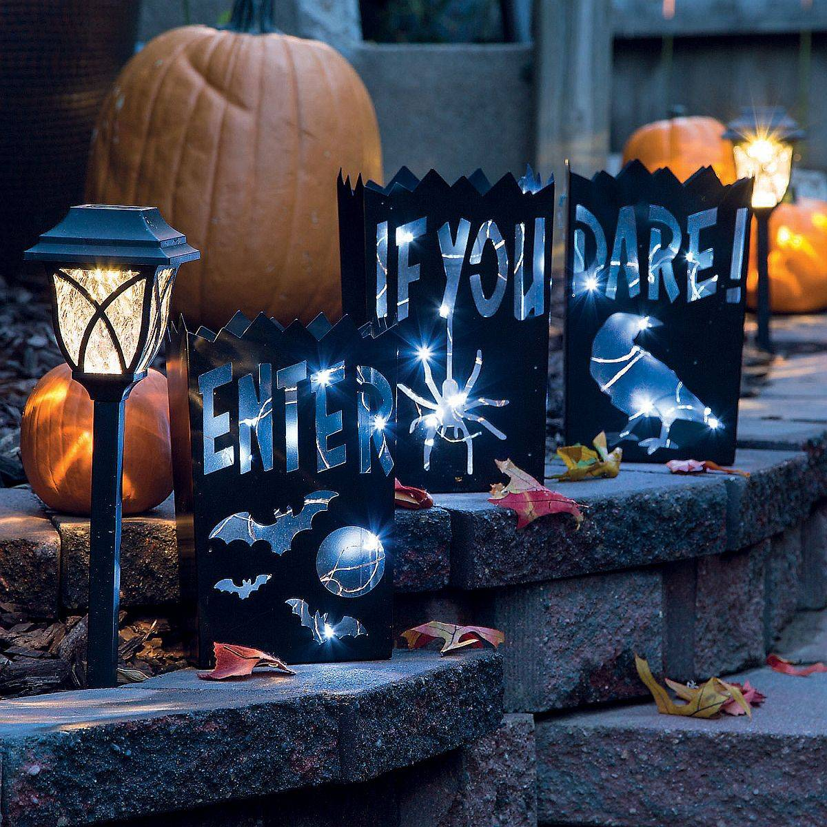 Fabulous-Halloween-Luminaries-bring-vintage-charm-to-your-holiday-decoration-24924