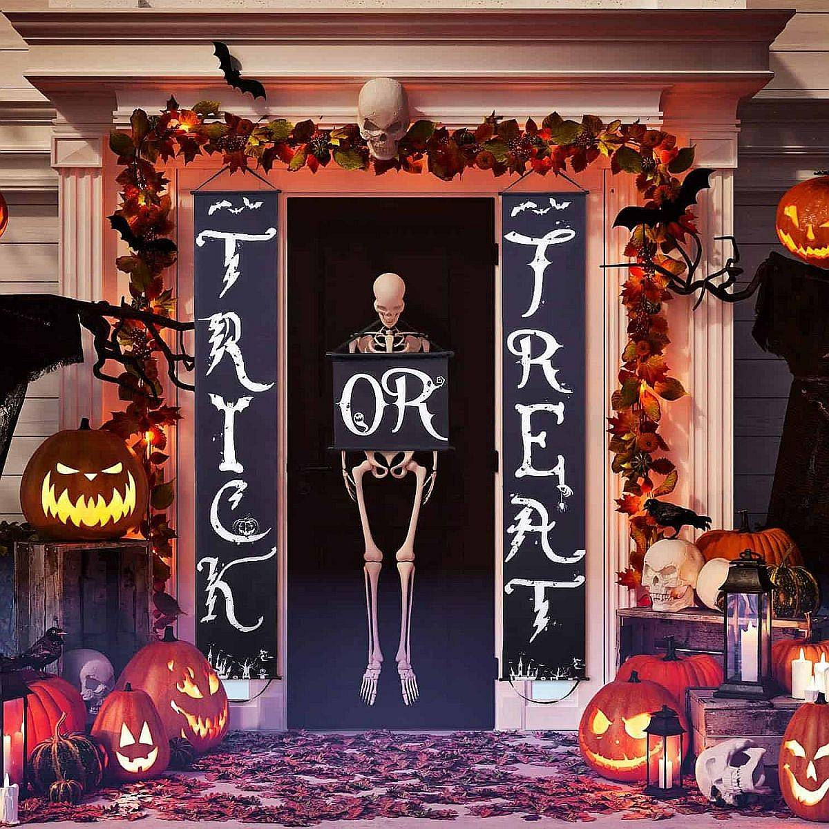 Fabulous front yard and entrance Halloween decorating idea that is an absolute stunner