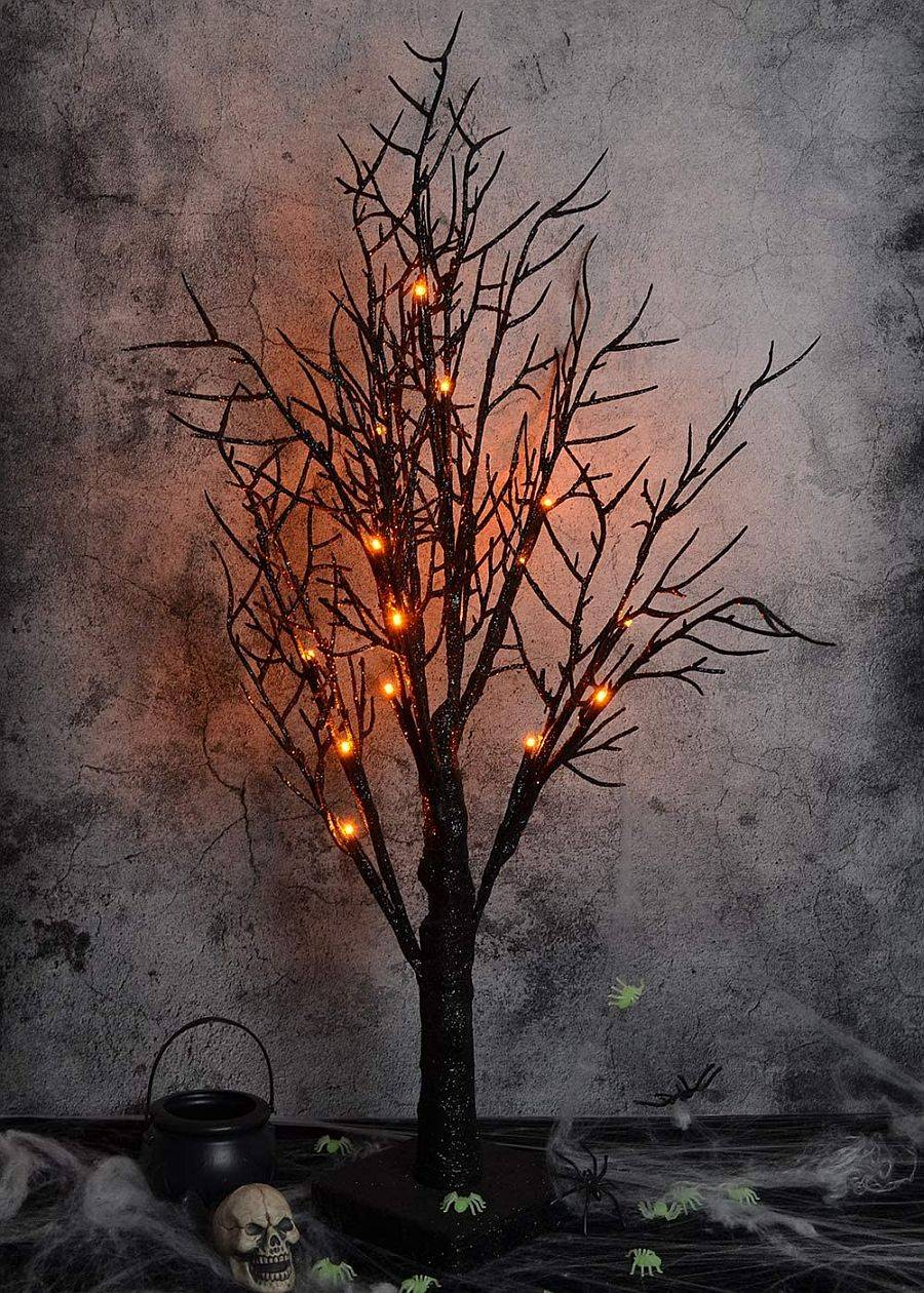 Get-creative-with-your-Halloween-tree-selection-and-turn-up-the-creepiness-in-your-home-70511